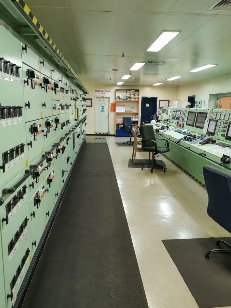engine room in a container ship - things to know before travelling on a container ship